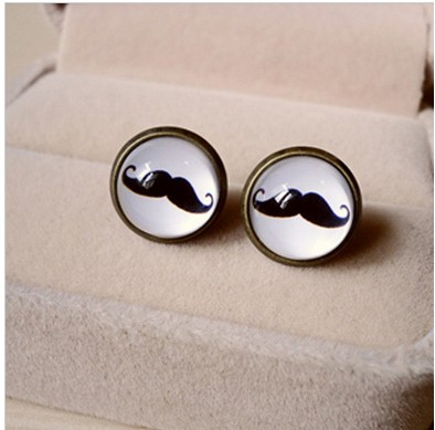 The Avanti bearded time earrings
